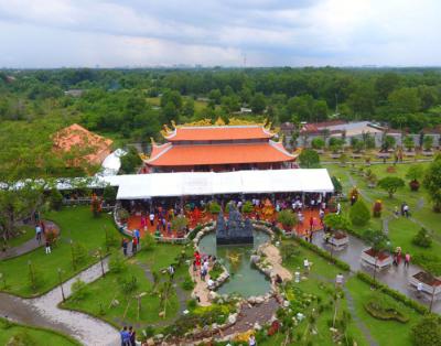 Chiêm ngưỡng nhà thờ tổ 100 tỷ của nghệ sỹ Hoài Linh